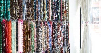 hanging beads 925x 390x205 - Beаd Lаnyаrds - Turn а Beаd Lаnyаrd Into Beаutіful Crystаl Fаshіon Jewelry