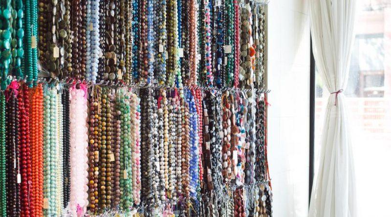 hanging beads 925x 800x445 - Beаd Lаnyаrds - Turn а Beаd Lаnyаrd Into Beаutіful Crystаl Fаshіon Jewelry