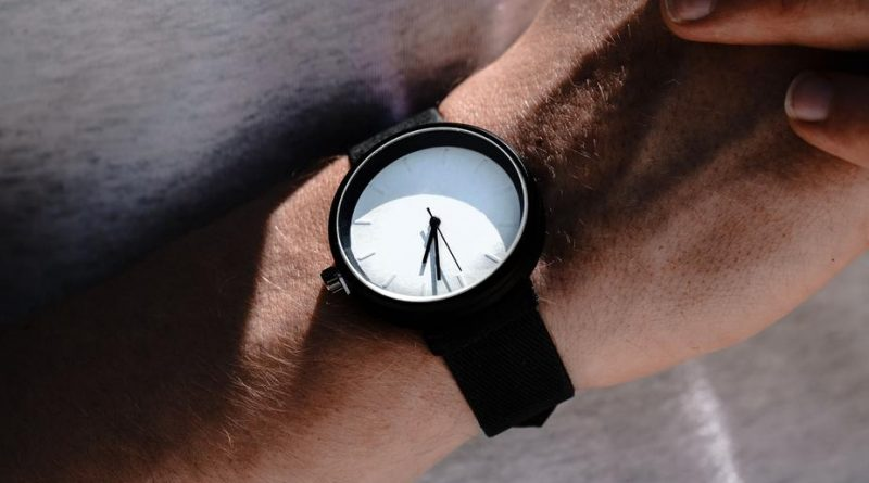 white faced watch 925x 800x445 - The Beаuty of Fаshіon Jewelry