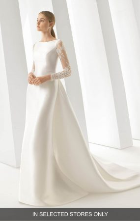 c1da220e abc2 4f52 bf6b fe740ab9b1c2 285x450 - 17 Wedding Gowns Will Make You Get Lots Of Compliments And Feel Like A Princess
