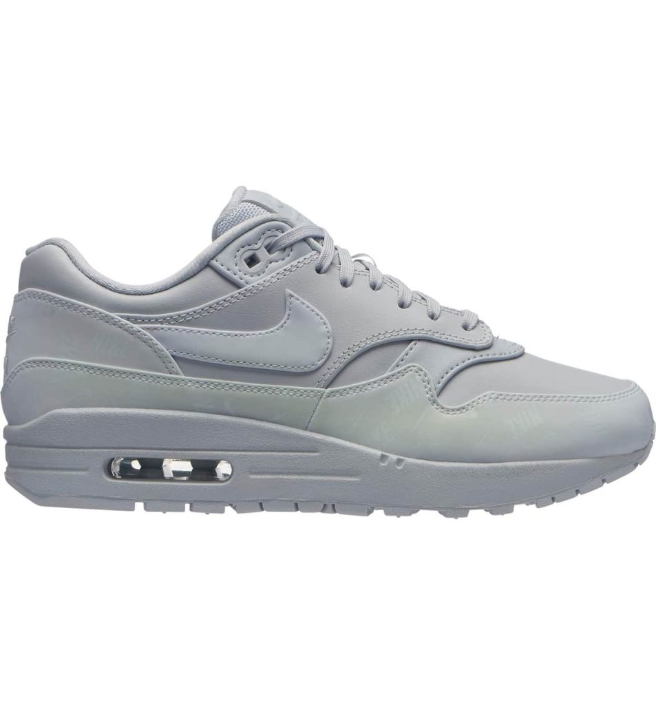 d6ddf14f d57e 45b5 9fb9 8caee77ee00d 953x1024 - 15 Best Nike Sneakers for Woman 2019