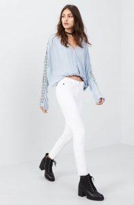 69111033 e0e7 4f5e 89f3 9ce212c07c6b 196x300 - How to Wear White Jeans in Winter