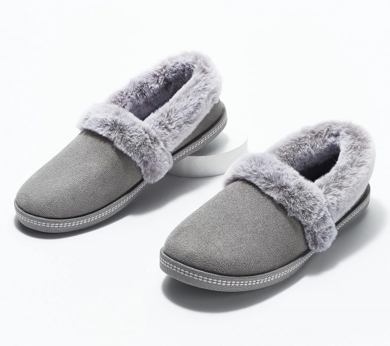 a3859511 768x683 - The 10 Most Popular Faux-Fur Shoes Of This Season