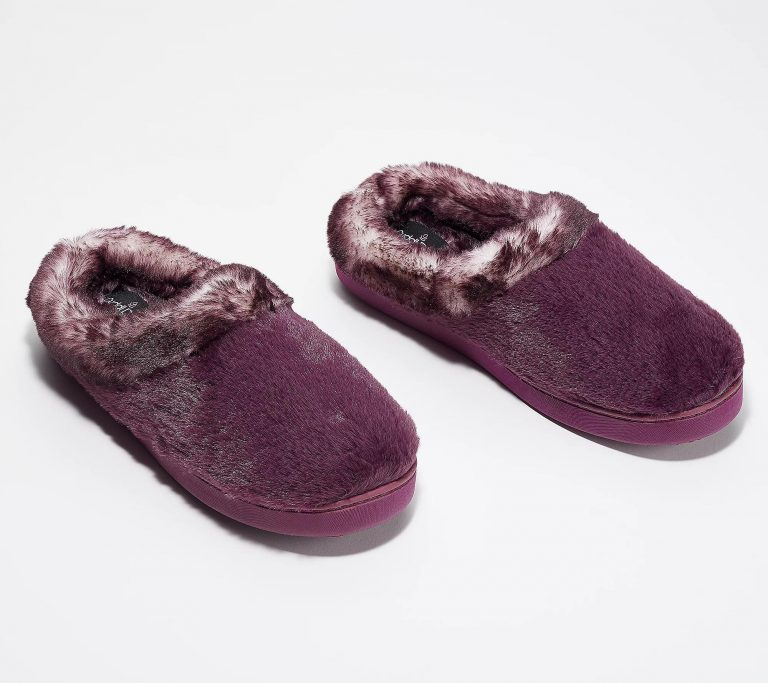 a3871501 768x683 - The 10 Most Popular Faux-Fur Shoes Of This Season