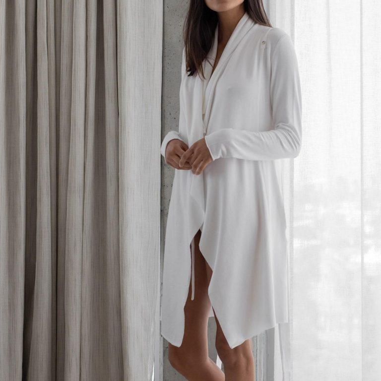 Lunya WhiteShortRobe PDP 1 min 7d6f68c7 8fc0 4c6c 9611 b58c4c4d7b58 2048x2048 768x768 - 7 Beautiful And Versatile Women's Robe